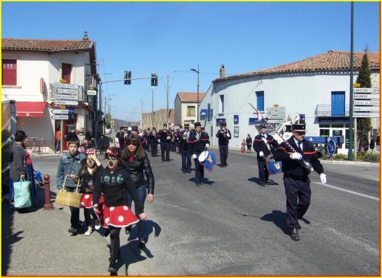 Pompiers et leur tambour-major