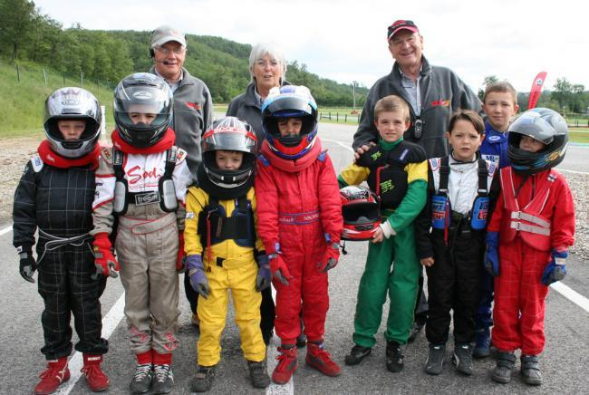 KARTING - jeunes des mini-karts
