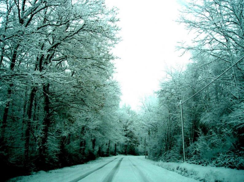 LAGARDE - Route enneigée menant à...