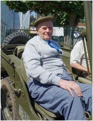 Adrien dauch sur une jeep pour ses 100 ans
